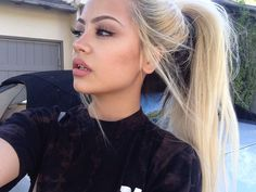 I want to bleach my hair out. I'm thinking of going blonde Beauty Make-up, Beauty Hacks, Hair Beauty, Tumbrl Girls, Corte Y Color, Pretty Hairstyles, Pretty Face, Hair Inspo, Makeup Inspiration