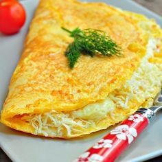 Bol kaşar peynirli omletin üzerine başka kahvaltılık tanımammm:)) Omleti tarif etmeye pek tabii gerek yok ama hem kahvaltılık arşivimde bulunsun hem de sayfam güncellensin:)) İçindeki peynir miktarı tercihe bağlı,ister benim gibi bol ilave edin ister az..  Malzemeler 4 Yumurta 3 Yemek kaşığı tereyağ Tuz Rendelenmiş kaşar peyniri Karabiber Peynirli Omlet Yapılışı Yumurta ve tuzRead More