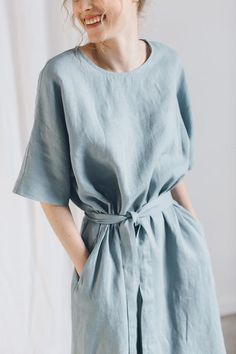 There are so many different types of sleeves a garment could have! Here is a detailed reference to different types of sleeves for your garments. Apron Dress, Kimono Dress, Dress Name, White Linen Dresses, Casual Dresses, Summer Dresses, Casual Outfits, Striped Linen, Types Of Sleeves