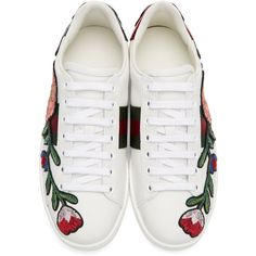 Gucci White Floral and Bow Ace Sneakers (2.590 RON) ❤ liked on Polyvore featuring shoes, sneakers, flats, white shoes, white sneakers, white leather sneakers, lace up sneakers and leather sneakers