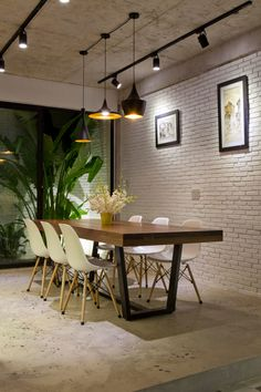 28 Dining Area To Not Miss Today - Home Decoration Experts Dining Lighting, Living Room Lighting, Living Room Decor, Pendant Lighting, House Lighting, Wall Lighting, Industrial Lighting, Office Interior Design, Office Interiors