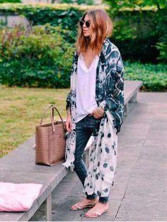 Es una de las señas de identidad de Maja Wyh, los kimonos y caftanes extralargos…