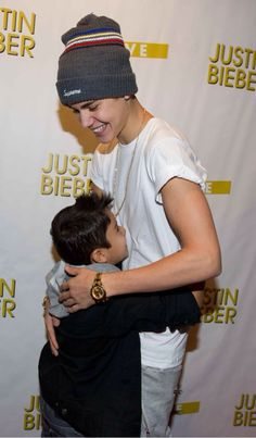 Justin bieber with a fan not a belieber cause i can tell justin justin bieber meet and greet m4hsunfo