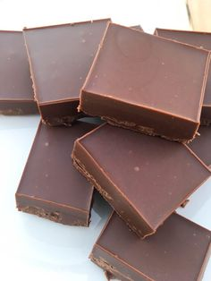 Vegan Fudge Recipe, a delightful, chocolatey snack that is put together in and can be made with any of your favorite nut butters! Vegan Dessert Recipes, Fudge Recipes, Candy Recipes, Sweets Recipes, Delicious Desserts, Healthy Vegan Snacks, Vegan Treats, Healthy Recipes, Healthy Fudge