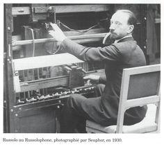 Russolo au  Russolophone, 1930