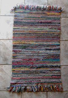 directions for this scrap rug  laughingpurplegoldfish.blogspot.com