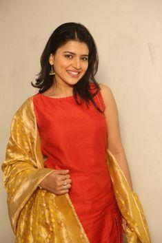 South Indian Actress PRIYANKA CHOPRA PHOTO GALLERY    PBS.TWIMG.COM  #EDUCRATSWEB 2020-06-07 pbs.twimg.com https://pbs.twimg.com/media/EYZ1zejUwAEm4B1?format=jpg&name=small