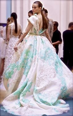 Elie, this dress makes this 90lb model look like moving landscape!  Elie... Did you use drapes? NO NO NO!!!