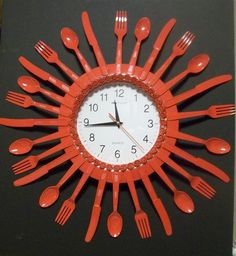 Posted on Etsy (Hearts Aflame Recycled Red Kitchen Utensil Clock)Kitchen Clock- a Simple clock, plastic silverware (or real if you're special), and pinwheel pasta!This done in the plastic silverware with beefed up paint sticks.Plastic Spoon Clock/ p Plastic Spoon Crafts, Plastic Silverware, Plastic Spoons, Crafts To Sell, Home Crafts, Diy And Crafts, Arts And Crafts, Upcycled Crafts, Kitchen Clocks