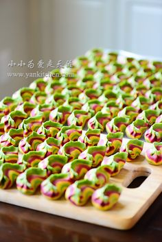Natural Colorful Dumplings with Pork and Garlic Chive Filling — Yankitchen Armenian Recipes, Irish Recipes, Asian Recipes, Armenian Food, Dumpling Filling, Dumpling Recipe, Chinese Dumplings, Malaysian Food, Malaysian Recipes