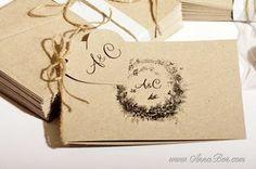 Lantligt Inbjudningskort med tag( tryck monogram) i form av hjärtan. Kort är tillverkat av 100% återvunnet svenskt kvistkartong.  Grafiken kommer från 1890 talet