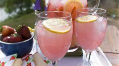 Eine frische Pfirsich-Limonade kommt bei hohen Temperaturen immer gut an