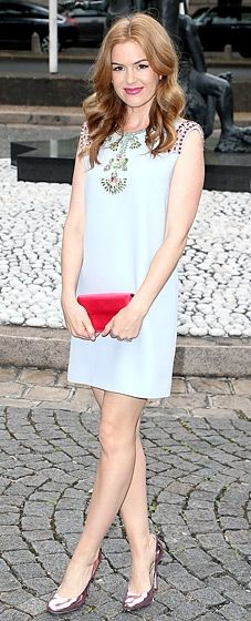 Isla Fisher looked beautiful in a sleeveless powder blue Miu Miu shift dress with multicolored embellishments. Her red bag and metallic shoes finish off the look perfectly!