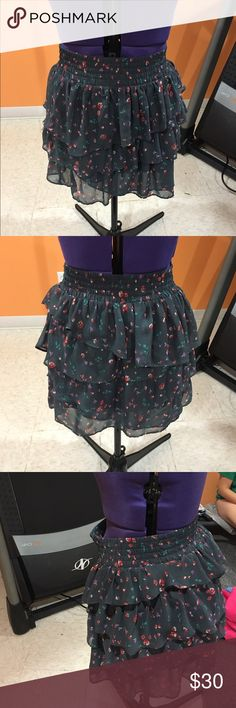 Floral skirt Loose floral skirt with tight waistband. Very cute. Only worn a couple times, and in great condition. American Eagle Outfitters Skirts