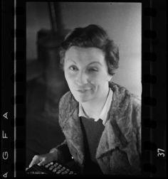 Gerda Taro by Fred Stein. Paris, 1935