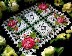 Centrinho de mesa quadrado 50 cm por 45 cm http://crochearte.divitae.com.br/produto-54427-centrinho-de-mesa-quadrado