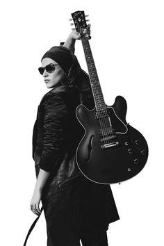 Melody Gardot revient avec un nouvel album en Live in Europe. Pop Rock, Rock And Roll, Melody Gardot, Beth Hart, Rain Fashion, Musician Photography, Guitar Girl, Jazz Musicians, Poses