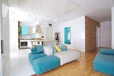 Residência clean com um toque de cor