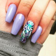 Lilac mandala nails