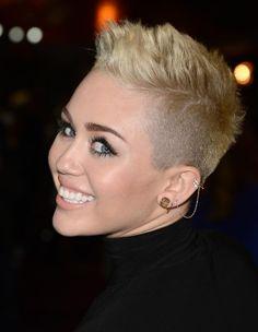 Lleva los ear cuffs como las famosas: Miley Cyrus http://www.glamour.mx/moda/shopping/articulos/los-ear-cuffs-son-el-accesorio-clave-de-temporada/1403
