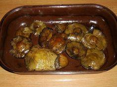 Houby pečené v česnekovém másle recept - Labužník.cz Pickles, Sprouts, Cucumber, Stuffed Mushrooms, Chicken, Meat, Fruit, Vegetables, Cooking