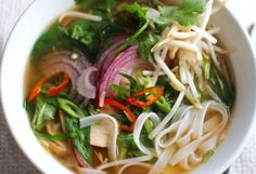 Vegan Pho Vietnamese Noodle Soup - T. Colin Campbell Center for Nutrition Studies Healthy Soup, Healthy Eating, Healthy Recipes, Healthy Cooking, Delicious Recipes, Tasty, Soup Recipes, Whole Food Recipes, Cooking Recipes