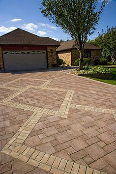 This stunning driveway can be created using Pacific Interlocks Estate pavers in Santa Fe Blush (red/tan) and creating the inner design with Tan. Brick Paver Driveway, Driveway Landscaping, Concrete Pavers, Walkway, Driveway Design, Patio Design, Paver Blocks, Garden Pavers, Paver Designs