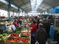 Close to Maison Monarque, have a look at Le Marché three times a week place Billard