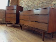 Broyhill Brasilia MCM Bedroom Set Low dresser King bedroom and
