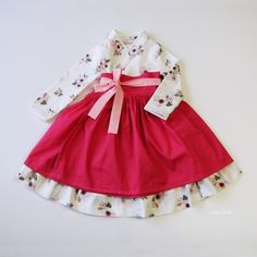 ideas for baby girl dresses sweets Korean Traditional Dress, Traditional Fashion, Traditional Dresses, Little Girl Dresses, Girls Dresses, Baby Dress Tutorials, Korean Fashion, Kids Fashion, Modern Hanbok