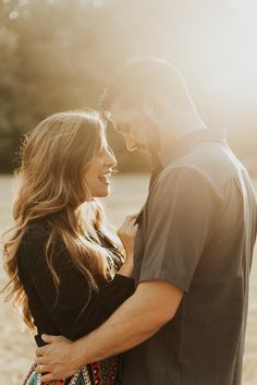 Louisiana Wedding Photographer - Louisiana Wedding Photographer Outdoor couples session at sunset. Outdoor Couples Photography, Couple Photography Poses, Couple Portraits, Pre Wedding Praia, Outdoor Family Photos, Family Pictures, Couple Shoot, Photo Poses, Shots