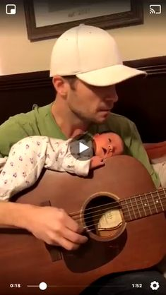 Dad playing guitar with baby on it. Cute Funny Babies, Funny Kids, Funny Cute, Baby Kind, Baby Love, Beautiful Babies, Beautiful Beautiful, Beautiful Family, Funny Baby Memes