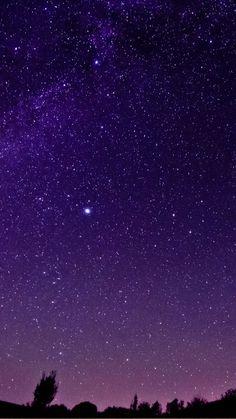 Noc he estrellada Purple Wallpaper, Tumblr Wallpaper, Galaxy Wallpaper, Screen Wallpaper, Phone Backgrounds, Wallpaper Backgrounds, Galaxy Background, Galaxy Painting, Cellphone Wallpaper