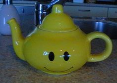 Smiley Teapot by genieyes on DeviantArt Just Smile, Happy Smile, Smile Face, Smiley Emoji, Emoticon, Best Boyfriend Ever, Teapots Unique, Smiling Faces, Have A Happy Day