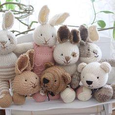 #littlecottonrabbitspattern #dmcnaturajustcotton #madelinetosh #squooshfiberarts Knitted Bunnies, Knitted Teddy Bear, Crochet Teddy, Knitted Animals, Knitted Dolls, Crochet Toys, Knitting Projects, Crochet Projects, Knitting Patterns