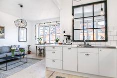 1-apartamento-sofá-cinza-tapete-etinico-pendente