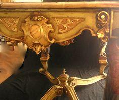 """Antigua mesa veneciana. Se intervino para recuperar la policromía original y se aplicó la técnica de """"estofado"""", Laboriosa tarea para imitar telas como el brocato,"""