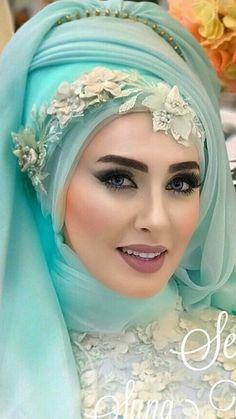 Arabic Bridal Party Wear Makeup Tutorial Step by Step Tips & Ideas 2018 - Hijab Muslimah Wedding Dress, Muslim Wedding Dresses, Muslim Brides, Pakistani Bridal Dresses, Muslim Couples, Beautiful Muslim Women, Beautiful Hijab, Bridal Hijab Styles, Hijab Style Tutorial