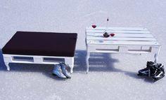 meble z palet na śniegu