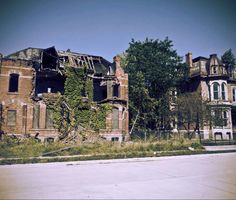 Brush Park was 22 blocks of Victorian mansions between downtown and midtown. Created in 1860 by entrepenure Edmund Brush for Detroit's elite. Sadly depopulation, the 1943 race riots and crime reduced Brush Park to ruins.