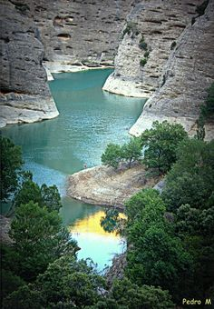 *SPAIN~Detail Vadiello reservoir in the Sierra de Guara. Wonderful Places, Beautiful Places, Places To Travel, Places To Visit, Easy Jet, Spain And Portugal, Aragon, Culture Travel, Spain Travel