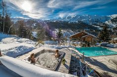 A vacation that drenches you in unparalleled extravagance even as you take in the sight of pristine white ski slopes and majestic alps all around, Chalet M