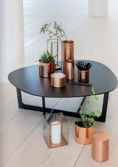 Copper decor can take a neutral room from boring to edgy or bland to BAM! Here are our 4 favorite ways to add copper accents to your home. Decor, Copper Decor, Home Decor Inspiration, Home Accessories, Interior, Interior Inspiration, Copper Interior, Home Deco, Coffee Table