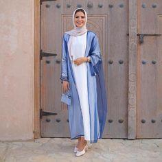 Basic Fashion Tips .Basic Fashion Tips Abaya Fashion, Muslim Fashion, Modest Fashion, Fashion Outfits, Fashion Tips, Mode Turban, Modern Abaya, Modele Hijab, Iranian Women Fashion