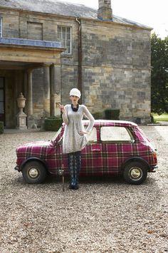 That Mini Cooper! Audi, Porsche, Classic Mini, Classic Cars, Vespa, Vintage Cars, Antique Cars, Mini Morris, Benz