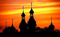 Built between 1888 and 1891, Plant Hall is topped by Moorish minarets, domes and cupolas. www.ut.edu