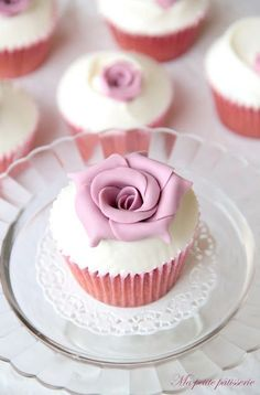 Shared by ℓυηα мι αηgєℓ ♡. Pretty Cupcakes, Beautiful Cupcakes, Sweet Cupcakes, Pink Cupcakes, Wedding Cupcakes, Cupcakes Bonitos, Cupcakes Lindos, Cupcake Wars, Cupcake Cookies