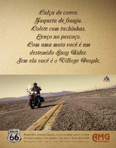 Calça de couro. Jaqueta de couro. Colete com tachinhas. Lenço no pescoço. Com uma moto você é o destemido Easy Rider. Sem ela você é o Village People.