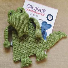 Love this cutie! Great pattern from the book 'Gehaakte lappenpoppen' ('Crocheted ragdolls') by @alasascha #haken #hakeniship #haakverslaafd #häkeln #hekle #crochet #crochetlove #crochetaddict #crochetersofinstagram #amigurumi #craftastherapy #my_craftastherapy #alasascha #gehaaktelappenpoppen #lappenpoppen #crochetedragdolls #crocodile #krokodil #scheepjesstonewashed by iris_steensma