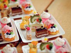 Twitter Miniture Food, Miniture Things, Miniature Crafts, Miniature Dolls, Mini Mini, Small Small, Mini Desserts, Mini Cakes, Pastries